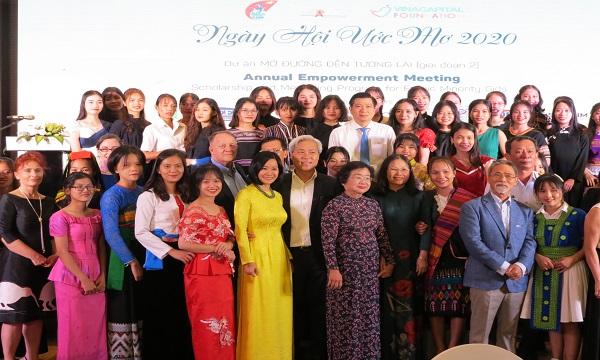 """""""Mở đường đến tương lai"""" cho 50 nữ sinh dân tộc thiểu số"""