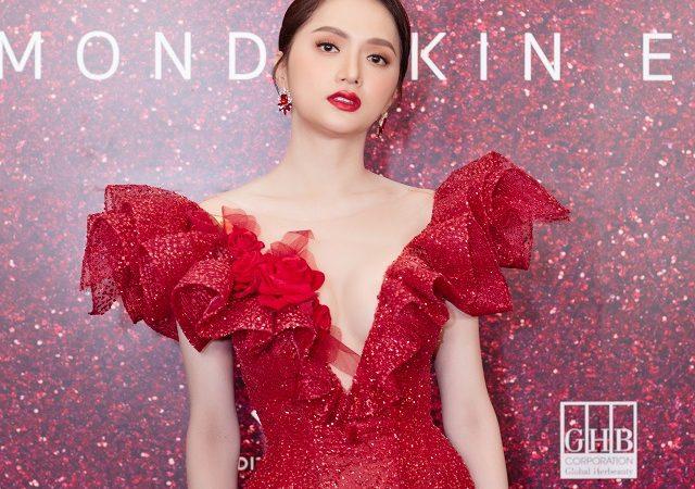 Công ty mỹ phẩm của Ngọc Trinh mời Hoa hậu Hương Giang làm Đại sứ thương hiệu Diamond White