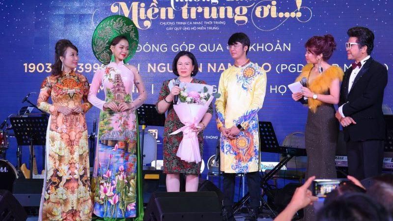 """""""Thương lắm miền Trung ơi!"""" – chương trình ca nhạc thời trang tại Sài Gòn quyên góp được trên 5 tỷ đồng"""