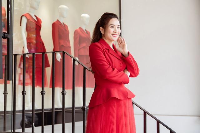 Cùng doanh nhân Anh Thơ chọn lựa thời trang mùa cuối năm