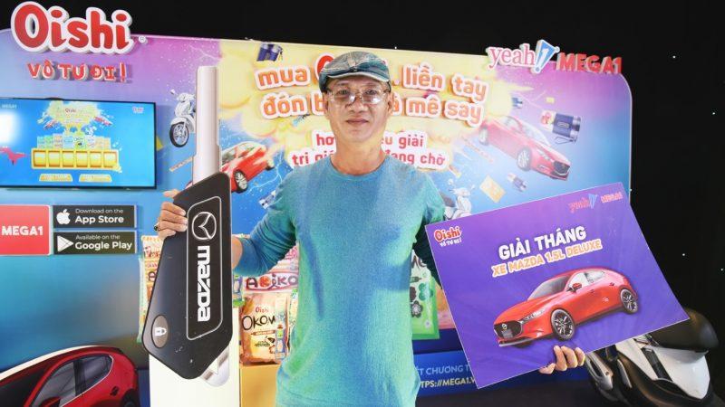 """""""Mua Oishi liền tay – Đón bão quà mê say"""" trao chiếc xe hơi Mazda3 thứ 2 cho khách hàng may mắn"""