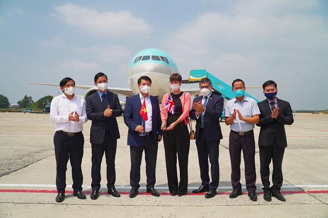 Lô COVID-19 Vaccine AstraZeneca đầu tiên đã về đến Việt Nam