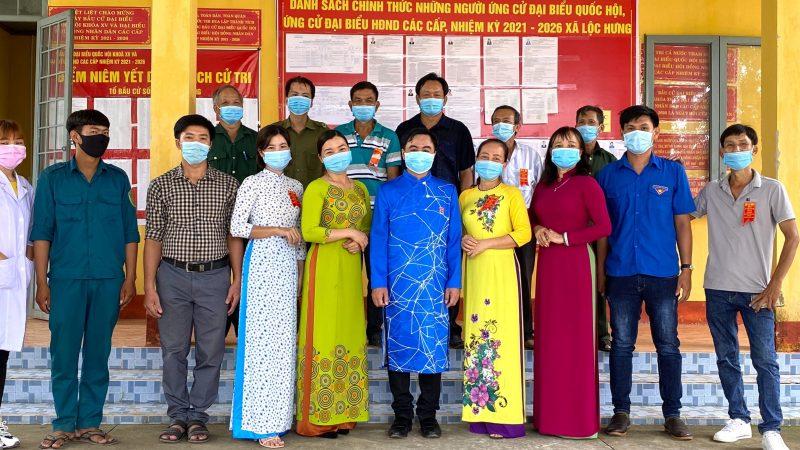 Người dân vùng biên tự hào mặc áo dài truyền thống đi bỏ phiếu tại Bình Phước